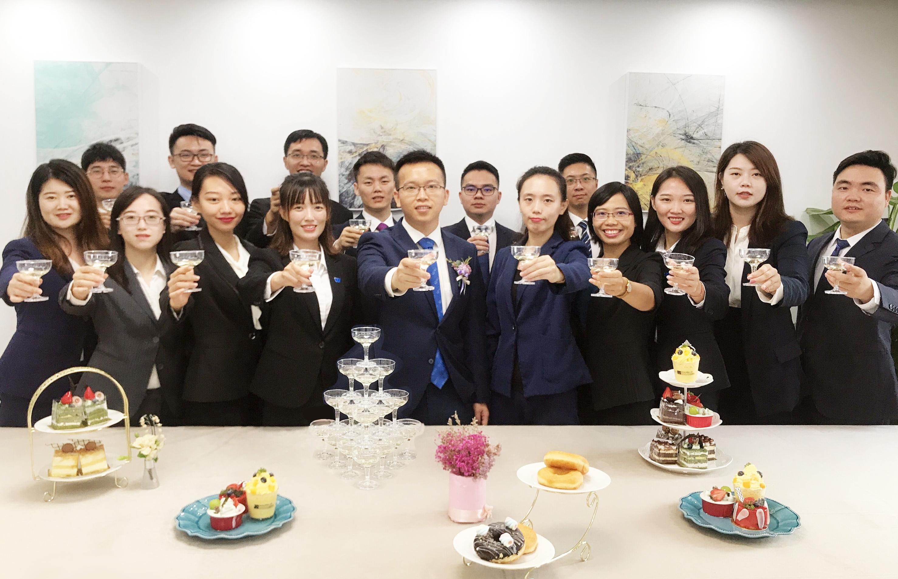 维正东莞分公司各部门管理干部参与庆祝仪式